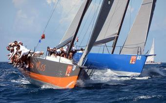 "Jacht ""Near Miss"" podczas regat St Thomas International Regatta"